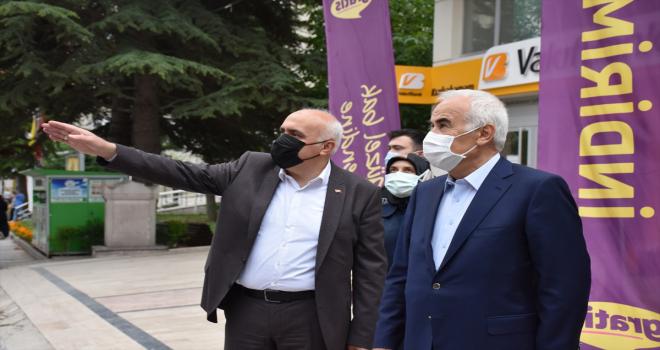 AK Parti Ankara Milletvekili Ceylan ve Kızılcahamam Belediye Başkanı Acar esnafı ziyaret etti