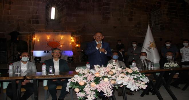 AK Parti Genel Başkan Yardımcısı Özhaseki, Kayseri'de partililer ve esnafla bayramlaştı: