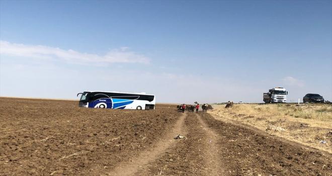 Aksaray'da yolcu otobüsü tarlaya girdi: 4 yaralı