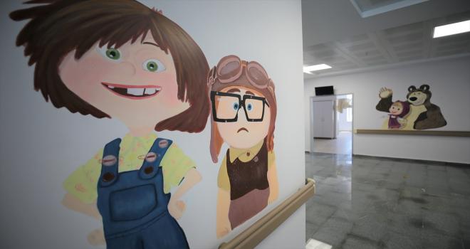 Aksaray Eğitim ve Araştırma Hastanesinin çocuk bölümleri, çizgi film karakterleri ile süslendi