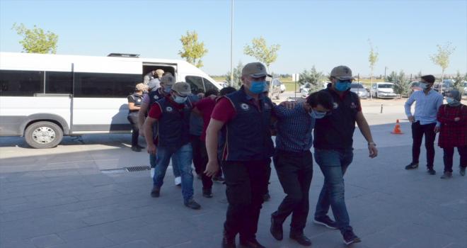 Aksaray merkezli FETÖ operasyonunda gözaltına alınan 5 şüpheli adliyede