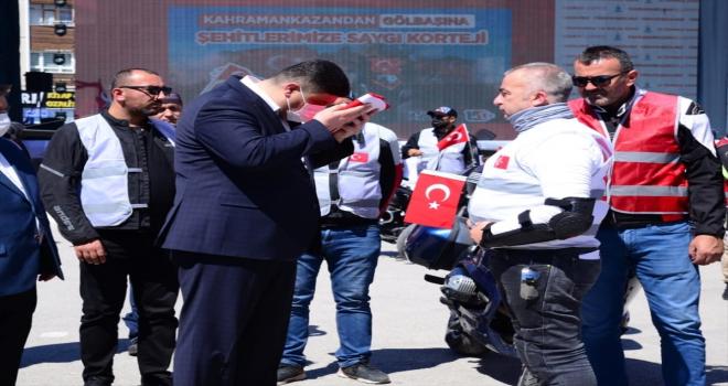Ankaralı motosikletliler, Kahramankazan'dan aldıkları Türk bayrağını Gölbaşı'na götürdü
