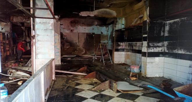 Antalya'da iki iş yerinde çıkan yangın hasara yol açtı