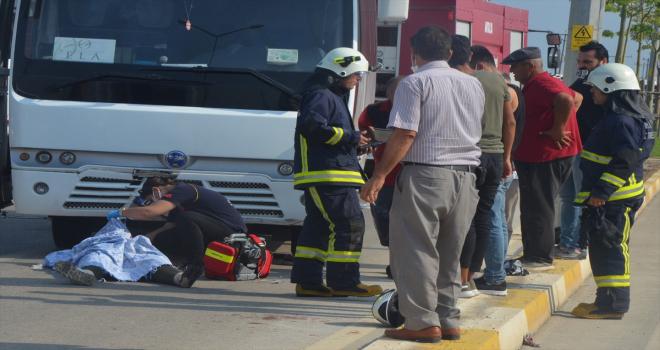 Antalya'da midibüs ile motosiklet çarpıştı: 1 ölü, 1 yaralı
