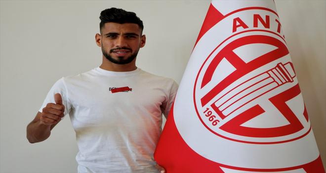 Antalyaspor, Cezayirli futbolcu Houssam Ghacha'yı transfer etti