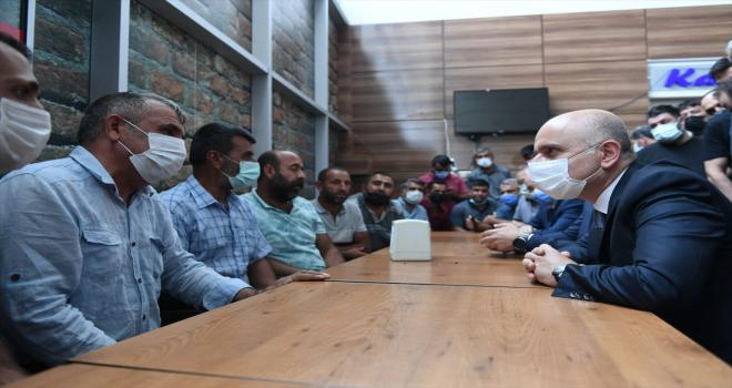 Bakan Karaismailoğlu, karayolu taşımacılığı sektörü temsilcileri ve nakliyecilerle sohbet etti: