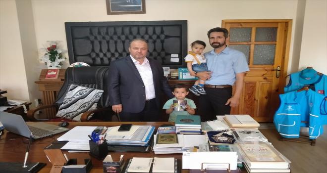 Bünyan'da 5 yaşındaki Yusuf, kumbarasını Suriyeli çocuklar için bağışladı