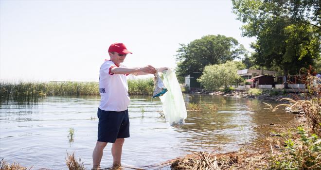 Doğa dostu Aras Kargo çalışanları Sapanca Gölü kıyılarını temizledi