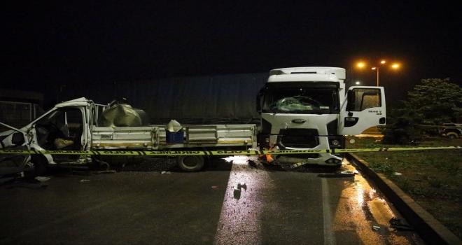 Eskişehir'de tır ile kamyonet çarpıştı: 3 yaralı
