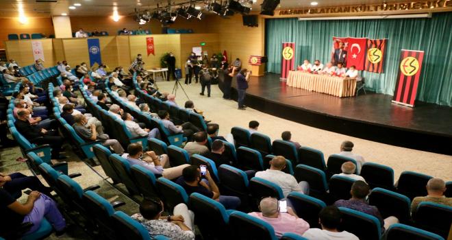 Eskişehirspor Kulübü Genel Kurulu, başkan adayı çıkmadığı için 3'üncü kez ertelendi