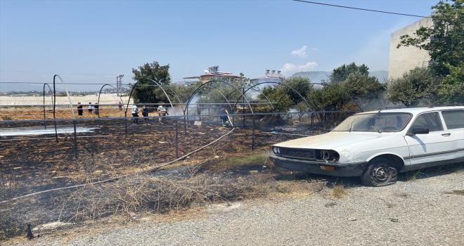 Gazipaşa'da yapımı süren serada yangın çıktı