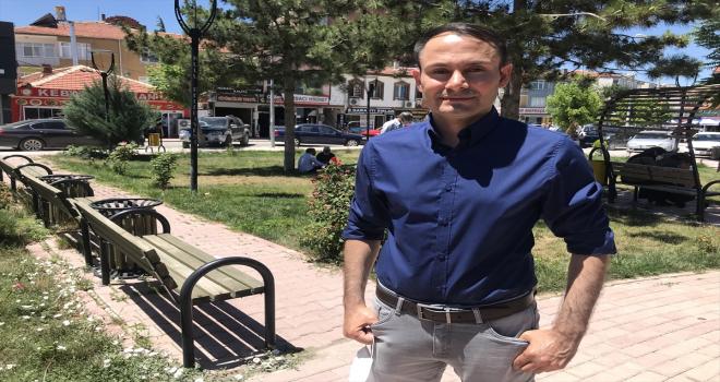 İsveç'te parti kuran Konyalı siyasetçi, hemşehrilerinden oy istemek için memleket sokaklarında