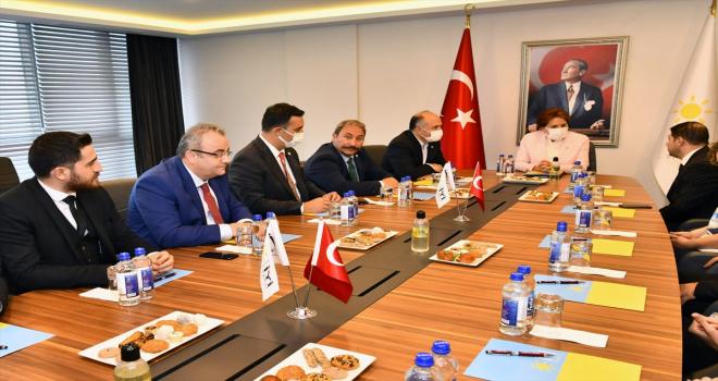 İYİ Parti Genel Başkanı Meral Akşener, SAMDEF Yönetim Kurulunu kabul etti