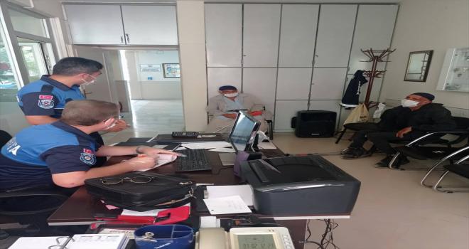 Karapınar'da engelli gibi davranıp vatandaştan para talep eden iki dilenciye, ceza kesildi
