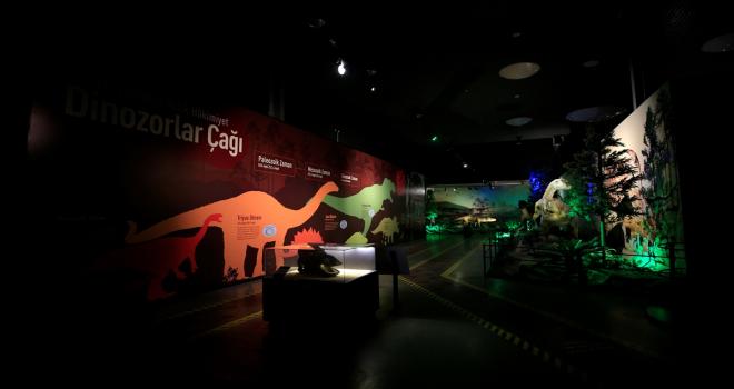 Kayseri Bilim Merkezi'ndeki dinozor sergisi ziyaretçilerini milyonlarca yıl öncesine götürüyor