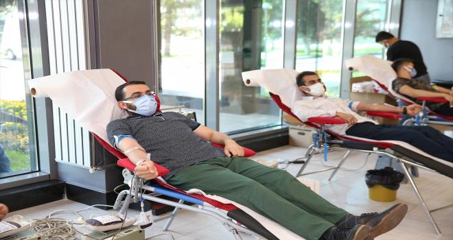 Kayseri Büyükşehir Belediyesi personelinden kan bağışı