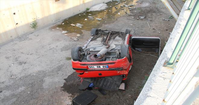 Kayseri'de otomobil su kanalına devrildi: 3 yaralı