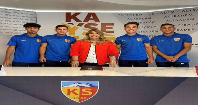 Kayserispor, altyapıdan 4 oyuncuyla profesyonel sözleşme imzaladı