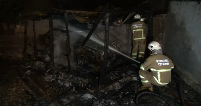 Kırıkkale'de park halindeki otomobil yandı, yandaki iki kurbanlık son anda alevlerden kurtarıldı