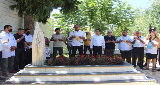 Kırkpınar başpehlivanı Ali Gürbüz, babasının mezarını ziyaret etti