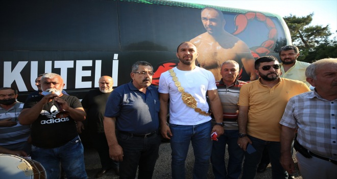 Kırkpınar başpehlivanı Ali Gürbüz'e memleketi Antalya'da coşkulu karşılama