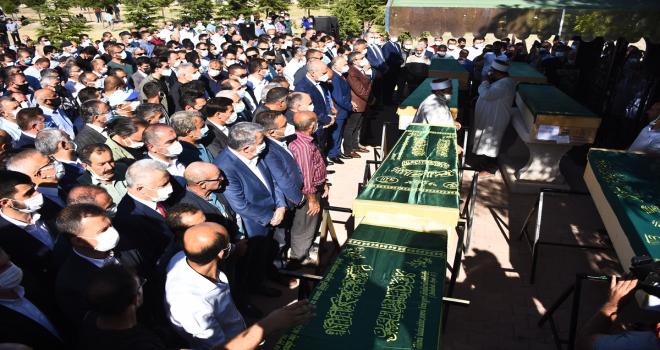 Konya'da silahlı saldırıda öldürülen 7 kişinin cenazesi toprağa verildi