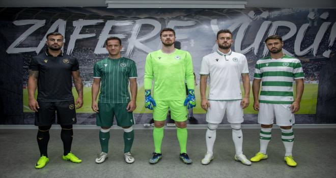 Konyaspor, yeni sezonda giyeceği formaları tanıttı