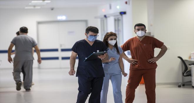 Kovid-19 nöbetindeki sağlık çalışanlarının buruk ama umutlu bayramı