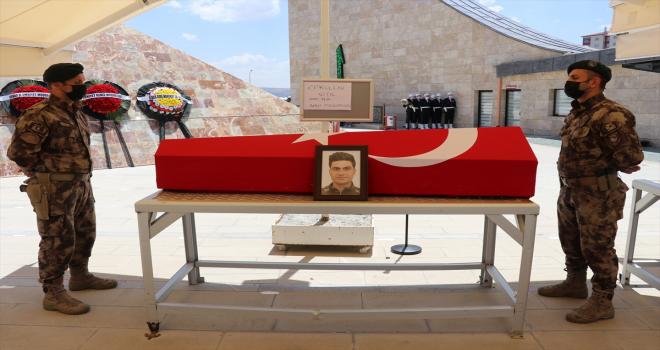 Samsun'da eşi tarafından öldürülen polis memurunun cenazesi Sivas'ta toprağa verildi