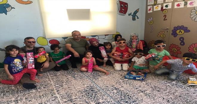 Saraykent Sosyal Yardımlaşma ve Dayanışma Derneği'nden Suriyeli çocuklara bayram hediyesi