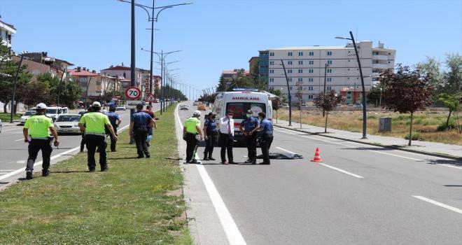 Sivas'ta otomobilin çarptığı kadın öldü