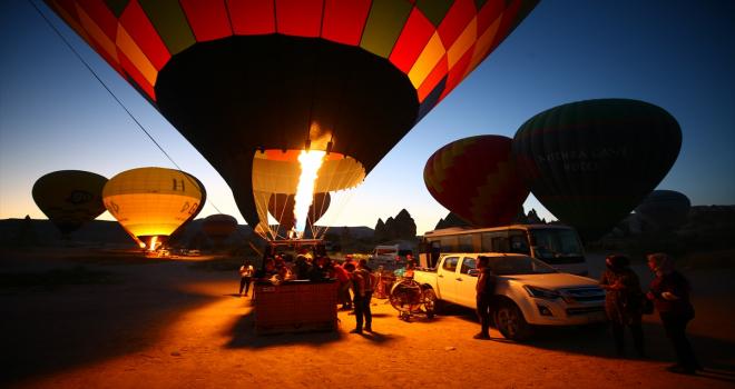 Tatilciler bayramı Kapadokya semalarında karşıladı