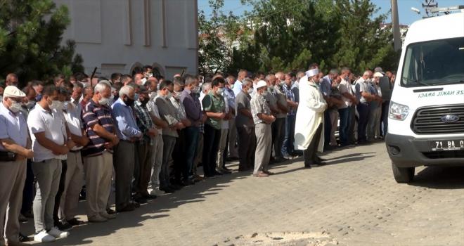 Trafik kazasında hayatını kaybeden öğretmen çift ve çocukları Kırıkkale'de toprağa verildi