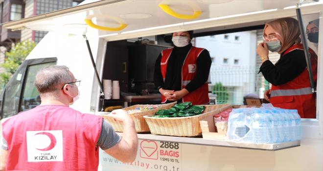 Türk Kızılay, Rize'deki sel mağdurlarına yardımlarını sürdürüyor