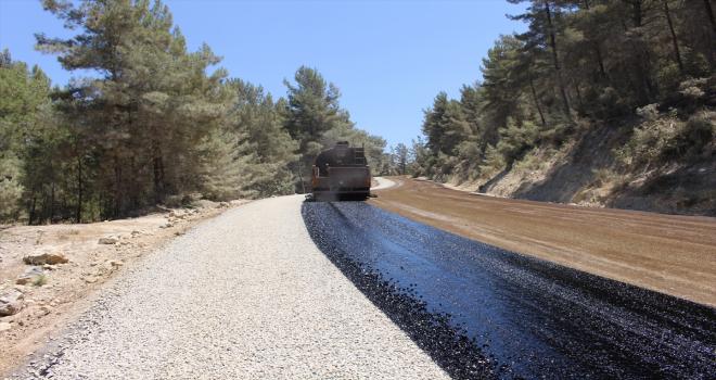 Üç ilçenin kullandığı yol asfaltlanıyor
