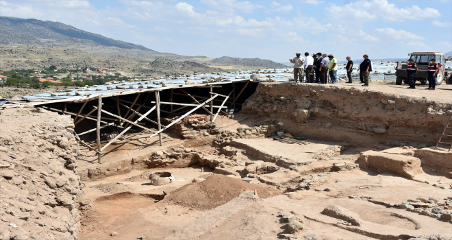 Vali Sezer, Büklükale kazı alanında incelemede bulundu