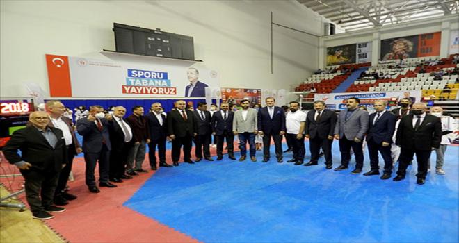 Zekeriya Tutar Yıldızlar Türkiye Tekvando Şampiyonası'nın açılış töreni yapıldı