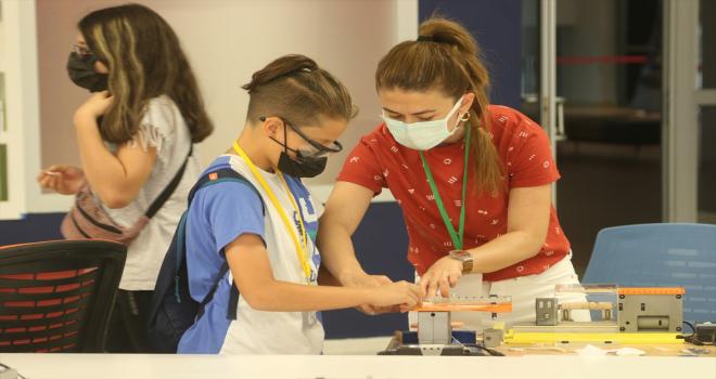 Bilim kamplarında çocuklar hem eğleniyor hem öğreniyor