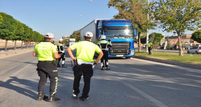 Sorgun'da trafik ekiplerinden sürücülere uyarı