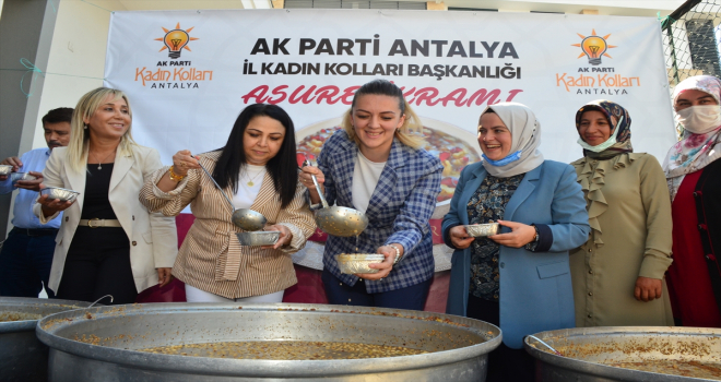 AK Parti Antalya Kadın Kolları'ndan yangınzedelere aşure ikramı