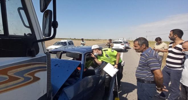 Aksaray'da otomobil ile kamyonun çarpıştığı kazada 9 kişi yaralandı