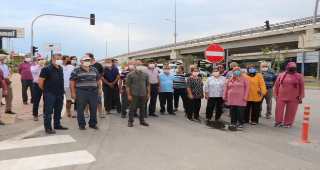 Antalya'da mahalle sakinlerinden kavşak düzenlemesine tepki