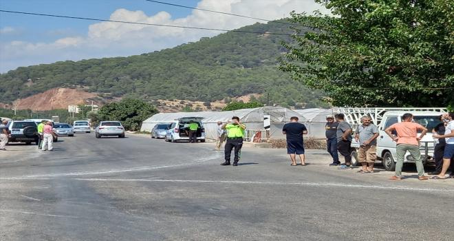 Antalya'da otomobil ile çarpışan motosikletin sürücüsü yaşamını yitirdi