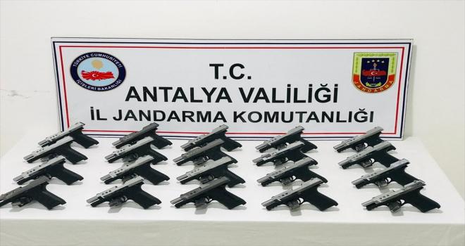 Antalya'da silah kaçakçılığı yaptığı ileri sürülen iki şüpheli yakalandı
