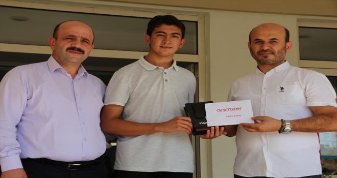 Antalya'da YKS'de ilk bine giren imam hatip lisesi öğrencileri için ödül töreni düzenlendi