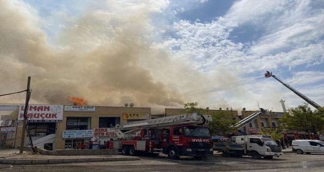 Başkentte iş merkezinin çatısında çıkan yangın söndürüldü