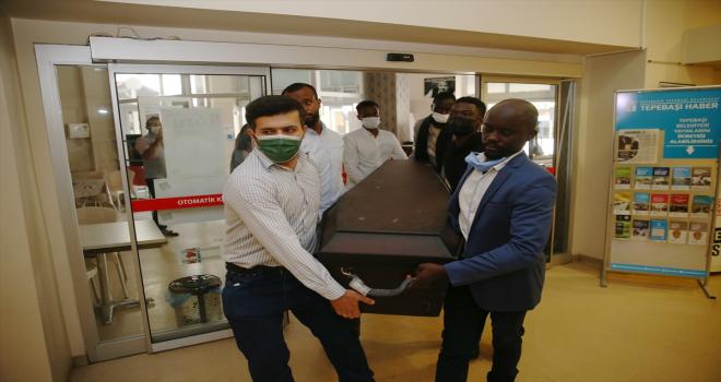 Beyin kanamasından ölen Nijeryalı doktora öğrencisinin cenazesi Eskişehir'de defnedildi