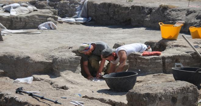 Çatalhöyük'te Neolitik evin hücre mekanlarında çoklu mezarlar bulundu