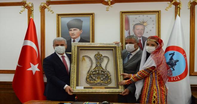 Esnaf odalarının başkanları Kırşehir Valisi Akın'ı ziyaret etti