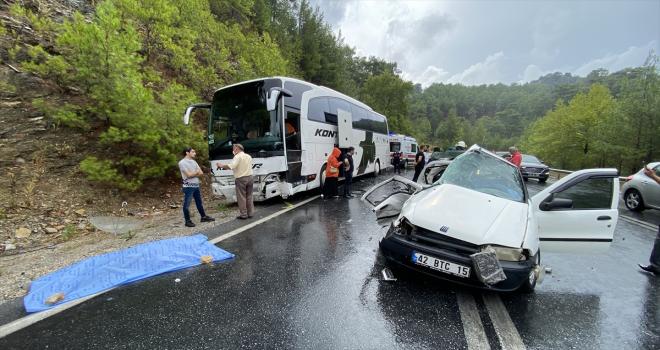 Yolcu otobüsüyle otomobil çarpıştı: 2 kişi öldü, 2 çocuk yaralandı